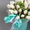 Белые тюльпаны в шляпной коробке - Фото 4