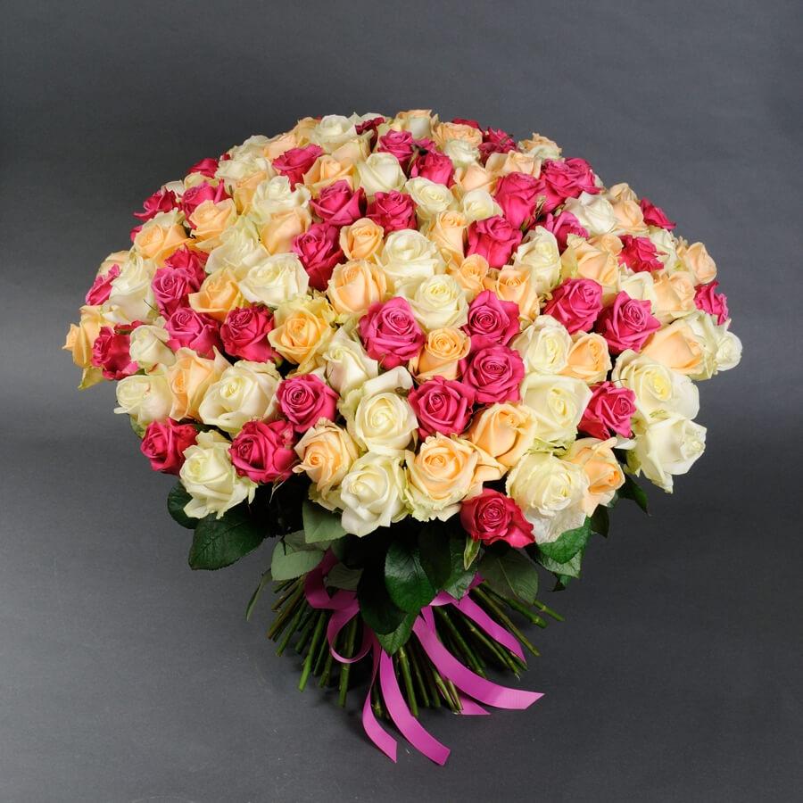 Букет микс из 123 розы Аваланч - доставка цветов в Киеве | Камелия